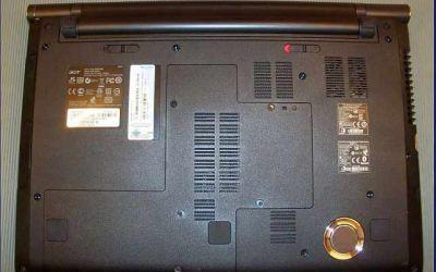 aspire-5950g-laptop-wird-heiss-und-geht-aus-ansicht-von-unten-2014.jpg