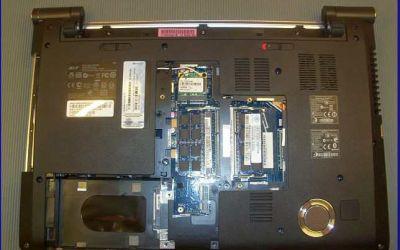aspire-5950g-laptop-wird-heiss-und-geht-aus-untere-abdeckungen-abgenommen-2013.jpg