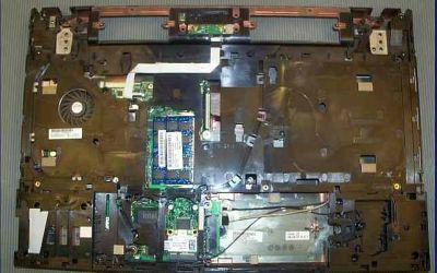 hp-probook-4710-kuehler-reinigung-display-abgebaut.jpg