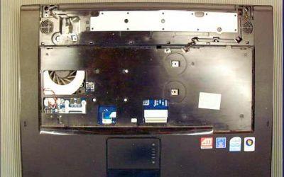 samsung-notebook-kuehler-reinigung-tastatur-und-display-abgenommen.jpg