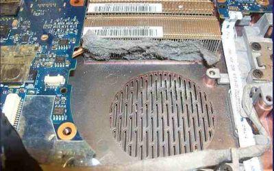 sehr-stark-verschmutzter-laptop-kuehler.jpg