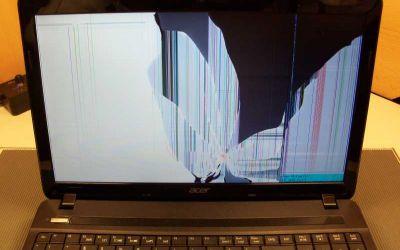 aspire-e1-571g-notebook-bildschirm-ist-durch-treffer-mit-handy-gebrochen.jpg