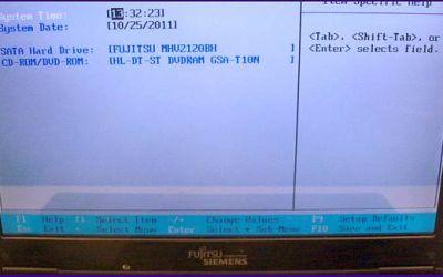 laptop-display-reparatur-fujitsu-siemens-amilo-display-wurde-ausgewechselt-abdeckung-ist-montiert.jpg