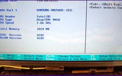 netbook-display-reparatur-samsung-netbook-defekter-bildschirm-wurde-getauscht-bezel-ist-noch-nicht-montiert.jpg