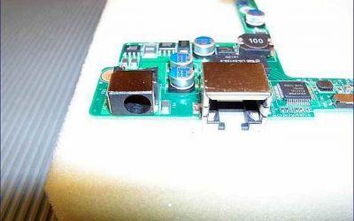 gigabyte-netbook-strombuchse-defekt-mainboard-ausgebaut.jpg