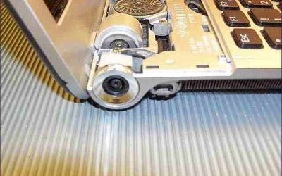 sony-vaio-vpc-f11-strombuchse-defekt-obere-abdeckung-abgenommen.jpg