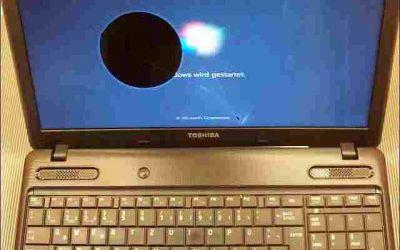 15,6-zoll-notebook-bildschirm-defekt.jpg