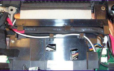 defekte-aspire-8930-strombuchse-reparatur-abdeckung-abgenommen.jpg