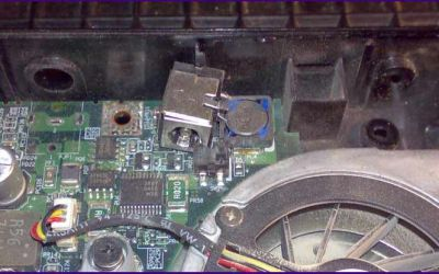 laptop-netzbuchse-ist-komplett-weggebrochen.jpg
