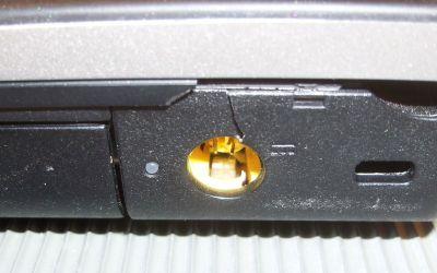 laptop-netzbuchse-zerbrochen.jpg