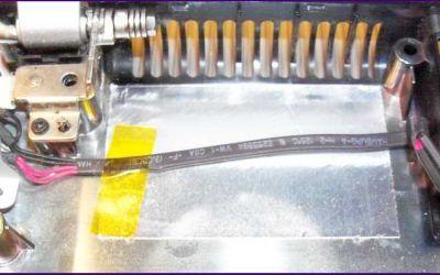 strombuchsen-reparatur-samsung-np-r520-buchse-freigelegt.jpg