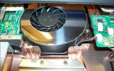 asus-g73jw-wird-heiss-kuehler-reinigen-gereinigter-luefter1-eingebaut.jpg