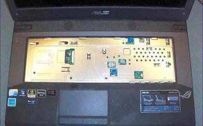asus-g73jw-wird-heiss-kuehler-reinigen-tastatur-ausgebaut.jpg