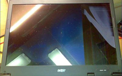Acer_Aspire_Display_defekt.jpg