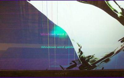 sony-vaio-vpceh2d0e-display-ist-gebrochen.jpg