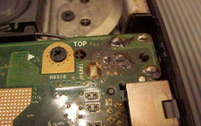 Asus-A73SV-TY273V-nimmt-keinen-Strom-an-Nahaufnahme-der-Unterseite-der-Netzbuchse.jpg