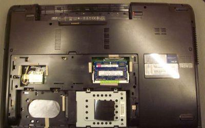 Asus-A73SV-TY273V-nimmt-keinen-Strom-an-wird-zerlegt.jpg