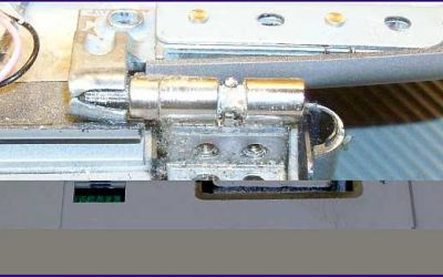 laptop-scharnier-reparatur-hp-pavilion-zv-5000-rechtes-scharnier-gebrochen.jpg